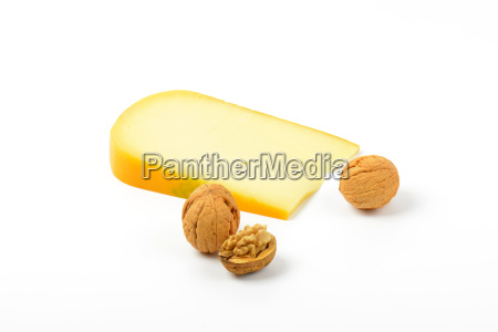 gouda cheese with walnuts