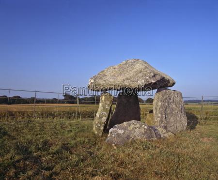 neolithische grabkammer die zwischen 4000 und