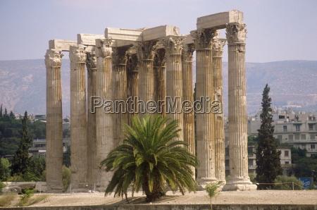 korinthische saeulen des tempels von zeus