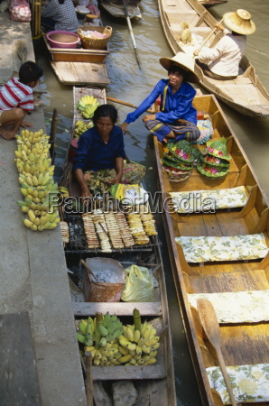 floating market damnoen saduak bangkok thailand