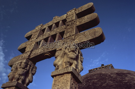one of the four carved toranas