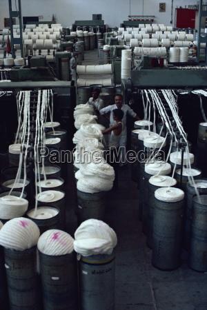 innenraum der modernisierten baumwollfabrik und der