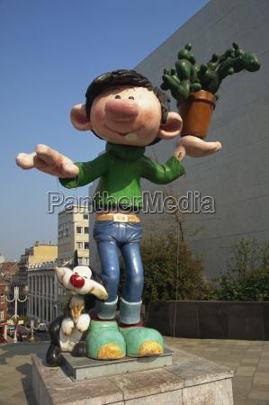 cartoon skulptur in der naehe von