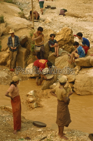children sieving and washing small gems