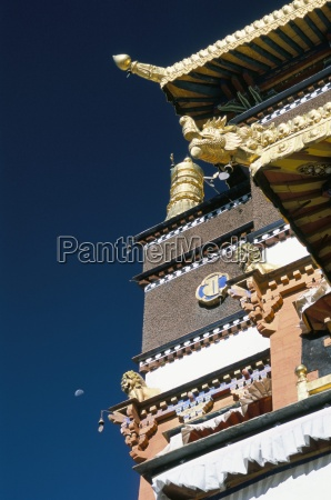 gold roof on tomb of panchen