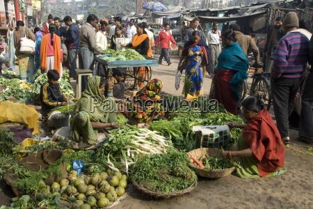 morning vegetable market on street above