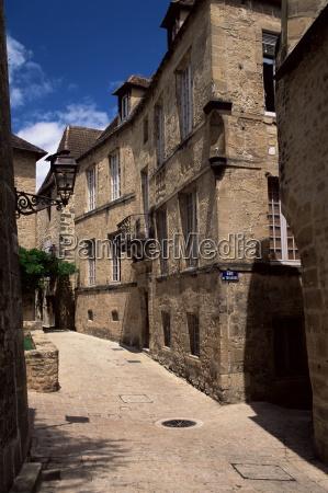 narrow street sarlat dordogne aquitaine france