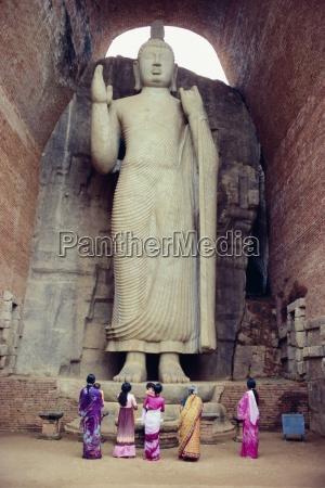 standing buddha statue aukana near sigiriya