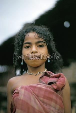 portrait of a hua ulu girl