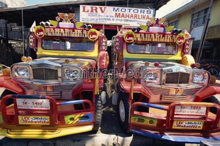 coppia di camion jeepney personalizzati il