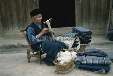 bouyei weaver winding handspun cotton guizhou