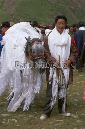 lokale pferderennen sieger sogxian tibet china