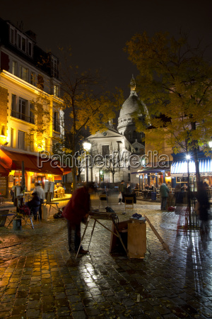 the sacre coeur and montmartre on