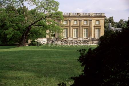 petit manoir from gardens chateau de