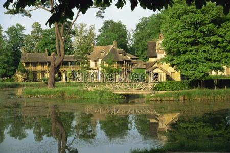 petit hameau and marie antoinettes house