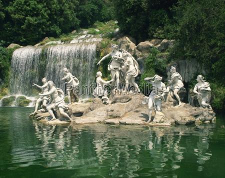 the cascade caserta la reggia regia