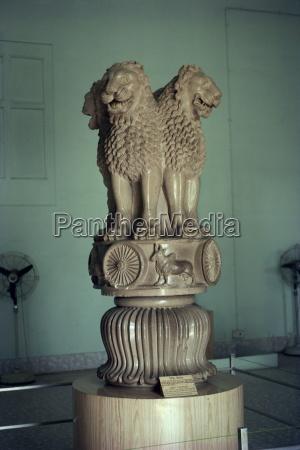 ashoka lion sarnath museum near varanasi
