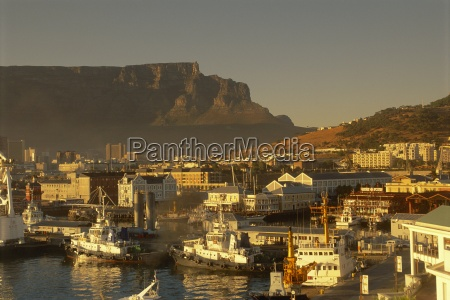 fahrt reisen stadt berge afrika horizontal