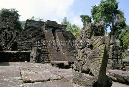 garuda vor dem tempel von candi
