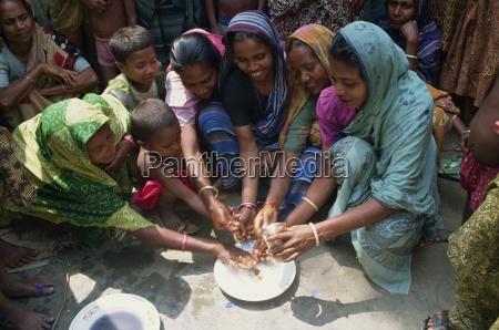eine gruppe von bangladeshi frauen und