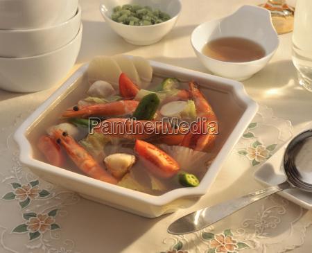 sinigang eine populaere philippinische saure suppe