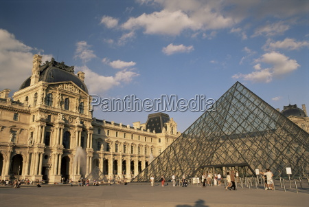 la pyramide and the musee du