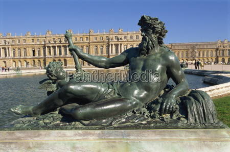 le rhone river statue in the