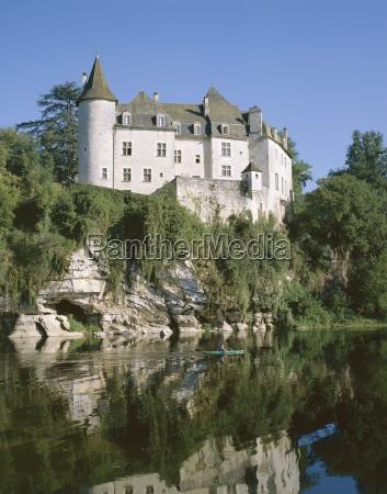 la treyne chateau reflected in the