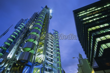 lloyds building at night city of
