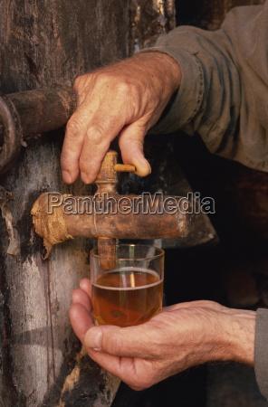 glas becher trinkgefaess kelch tasse fahrt