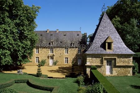 the 17th century manor jardins deyrignac