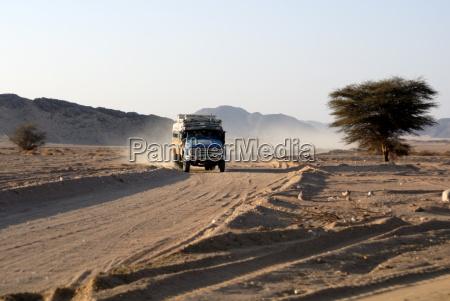 viaggio viaggiare deserto traffico africa polvere