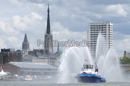 fires boats on river seine and