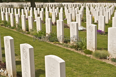 graves in the bayeux war cemetery