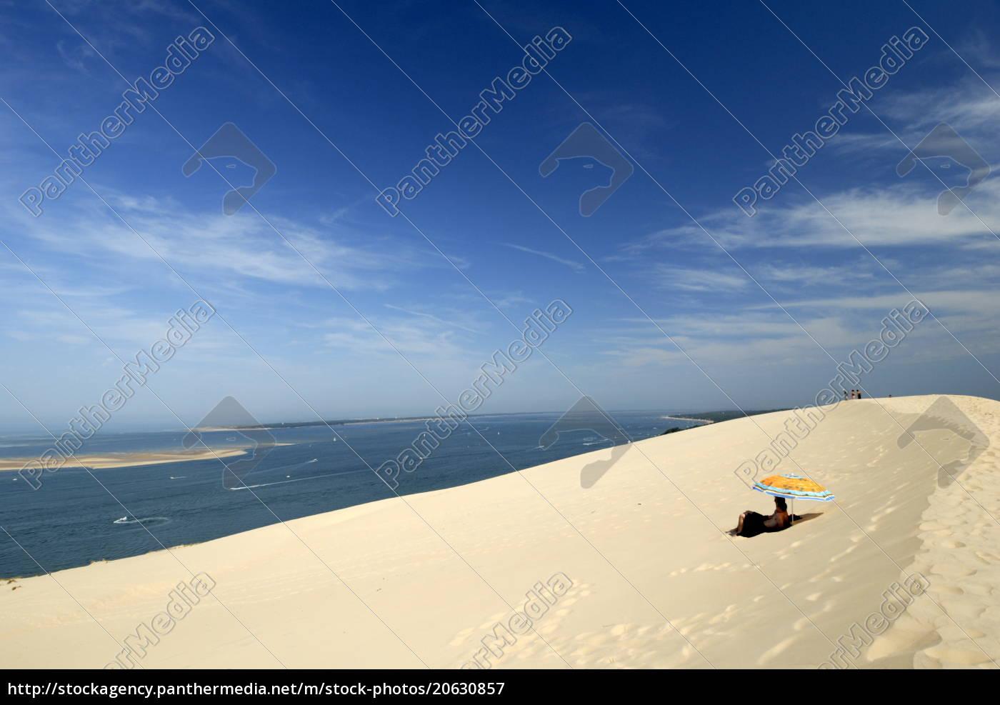 touristen, unter, einem, sonnenschirm, auf, der - 20630857