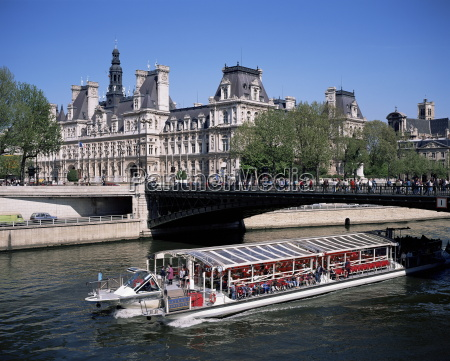 river seine and hotel de ville