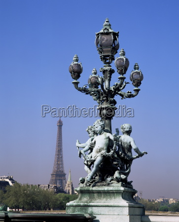 the eiffel tower from pont alexandre