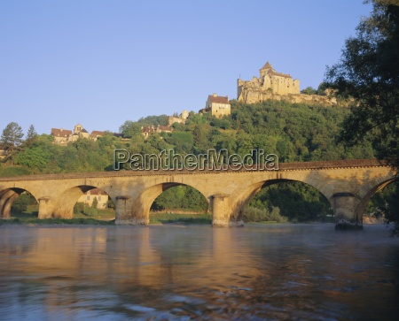 castelnaud bridge and chateau the dordogne