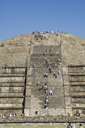 tourists climbing the pyramid of the