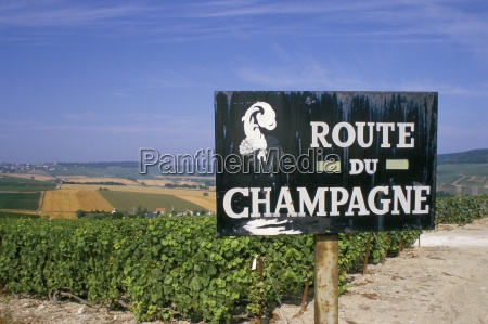route du champagne sign near epernay