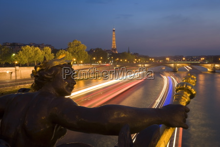 view of the eiffel tower from