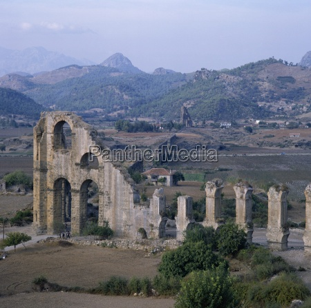 ruins of roman aqueduct which brought
