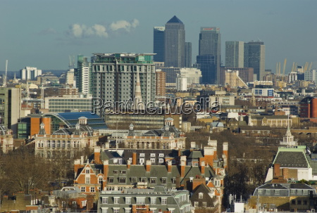 skylines with canary wharf and offices