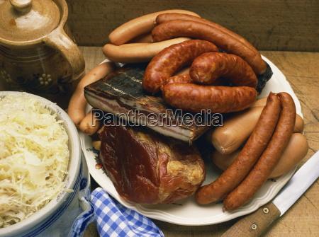 choucroute garni eine auswahl an fleisch