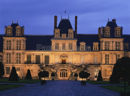 the palace of fontainebleau illuminated at