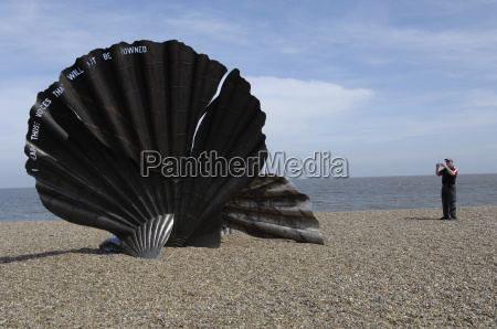 the scallop sculpture by maggie hambling