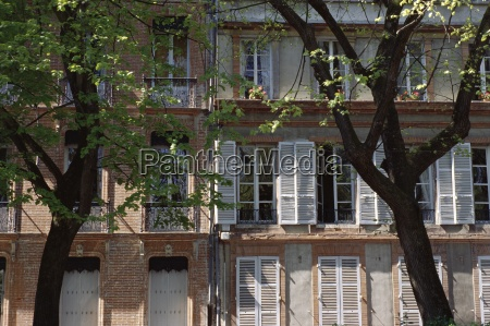houses on a street in toulouse