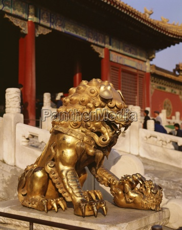 close up of lion statue imperial