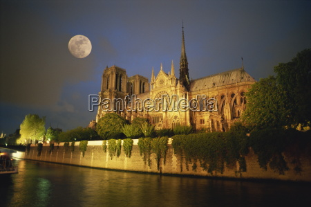 notre dame cathedral at night with