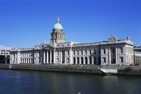 custom house and the river liffey